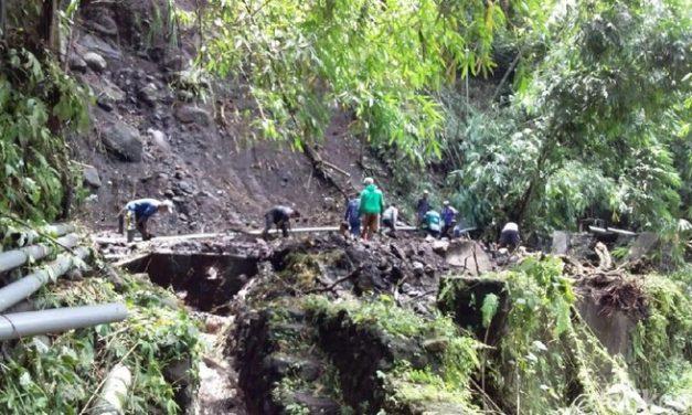 Pipa PDAM yang Putus Diterjang Banjir di Mojokerto Diperbaiki